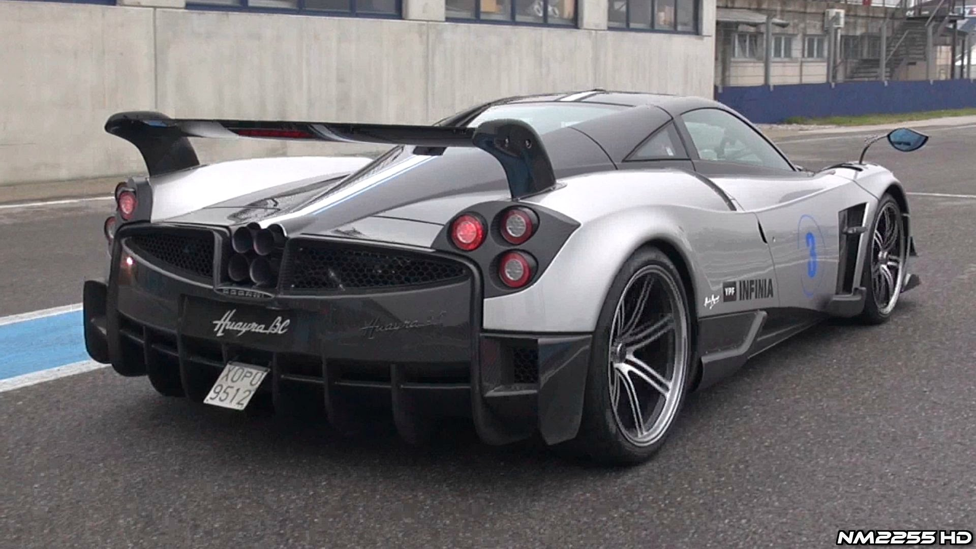 video pagani s hardcore huayra bc growls like an angy beast. Black Bedroom Furniture Sets. Home Design Ideas
